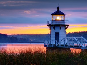 LIghthouse-On-A-Coast-During-Evening-Wallpaper